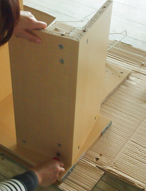 木製収納ワゴンの組み立て