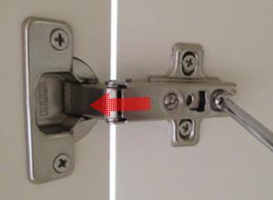 扉の位置の調節