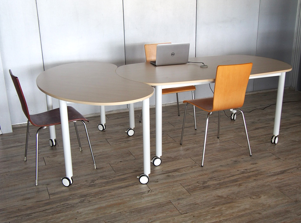 キャスターテーブルオーバル豆型使用イメージ