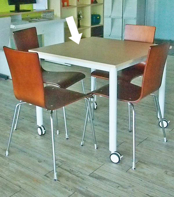キャスターテーブル800角ナチュラル使用イメージ