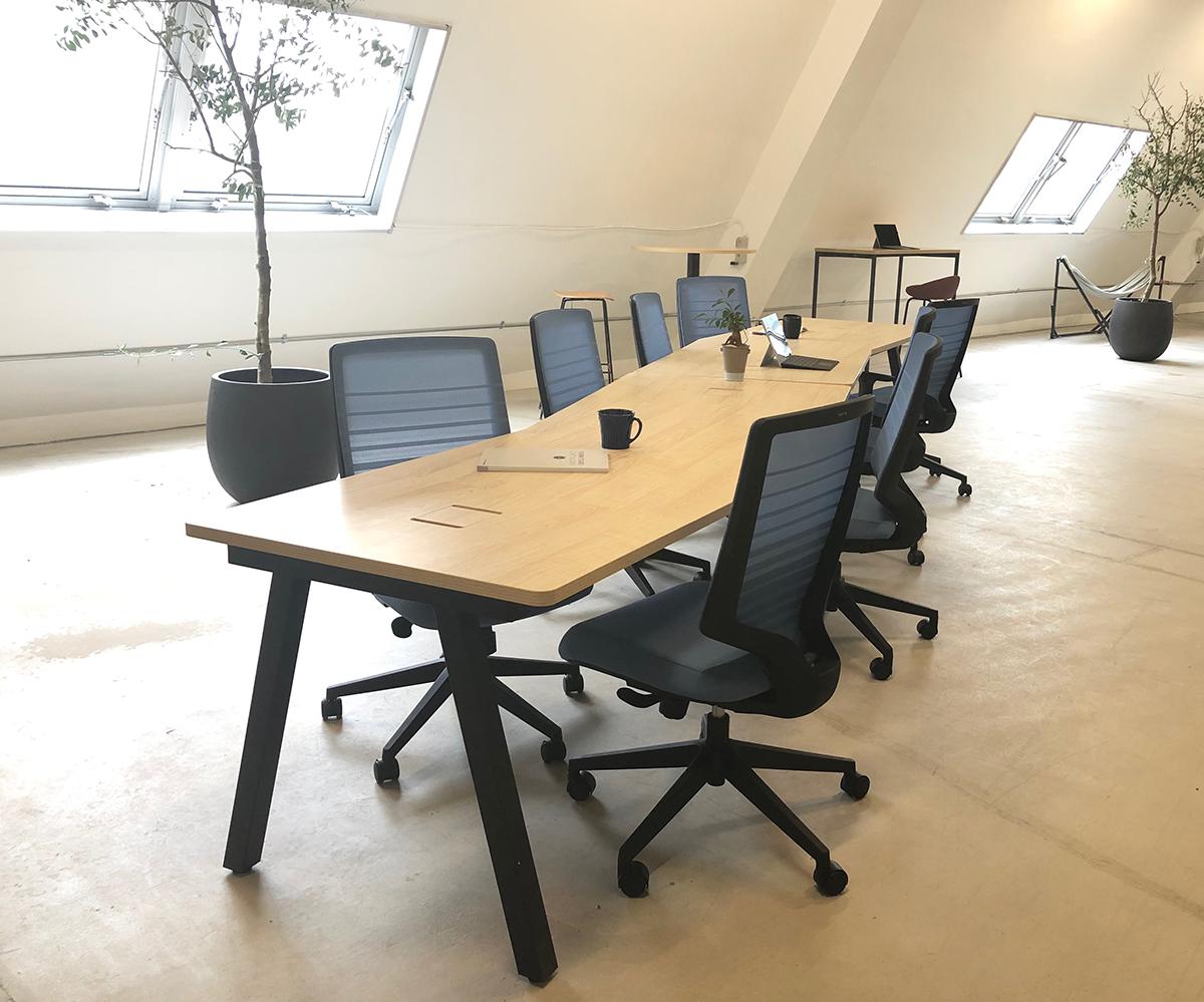 異形天板ミーティングテーブル使用イメージ