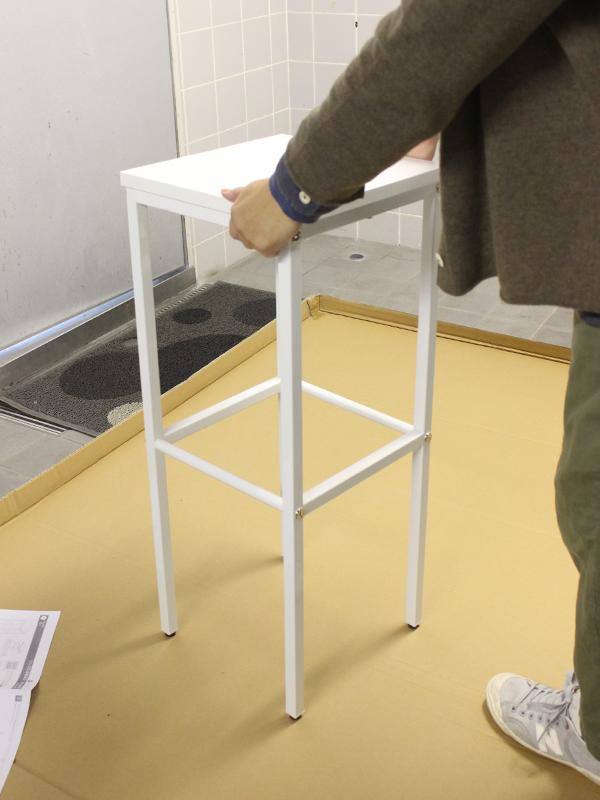 シンプル消毒液台の組み立て