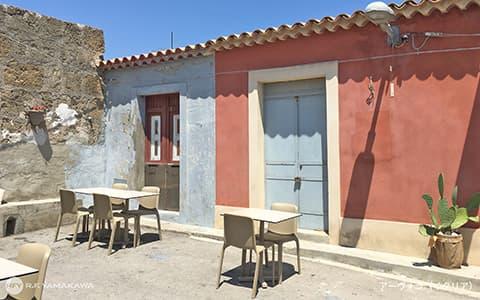 シチリアの太陽が眩しいカフェスペース